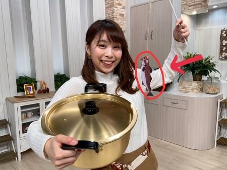 鍋を持つ画像
